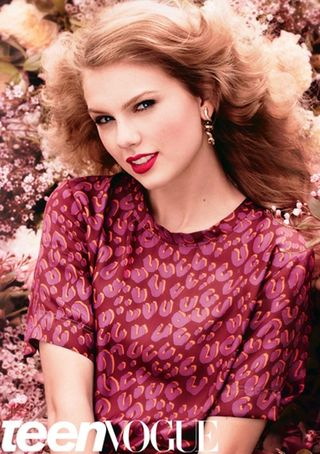 Taylor-Swift-Looks-Pretty-for-Teen-Vogue-4